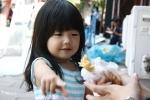 hị hị bé này có tương lai làm hủ nữ hem ta *chớp chớp* bé xinh đẹp dễ thương là gái Nhật Bản nhá iu hem ? ;;)